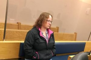 Woman allowed her two dogs to escape a tennis court and kill a cat