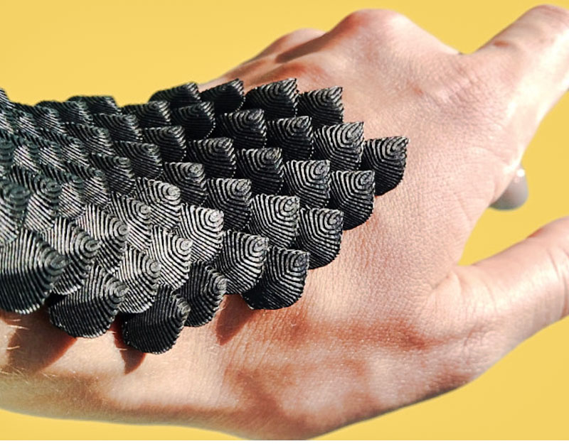 SCALED. Flexible and supportive wearable inspired by animal scales